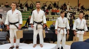 podium_Sina